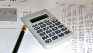 Should your bookkeeping system be manual or computerized?