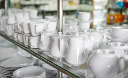 How to record the purchase of restaurant plates and glasses